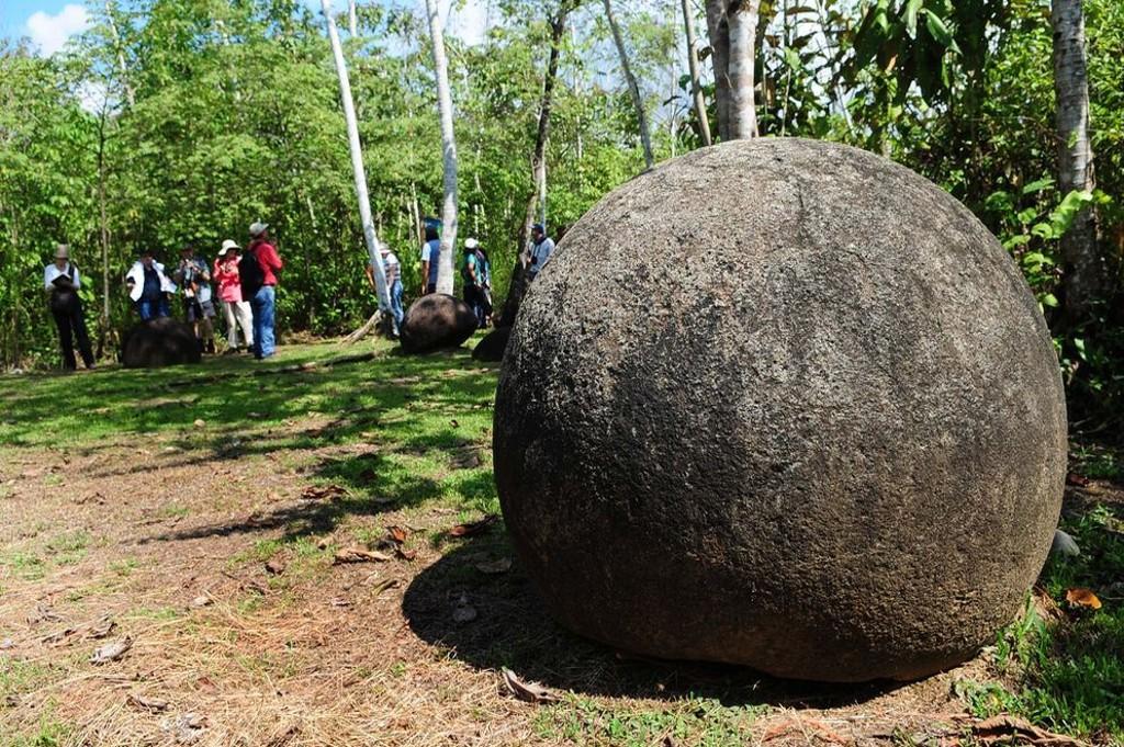 Kostaryka-kamienne-kule3