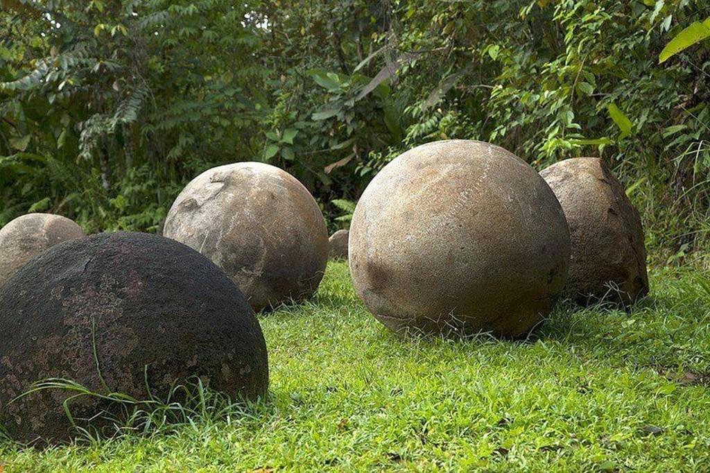 Kostaryka-kamienne-kule4