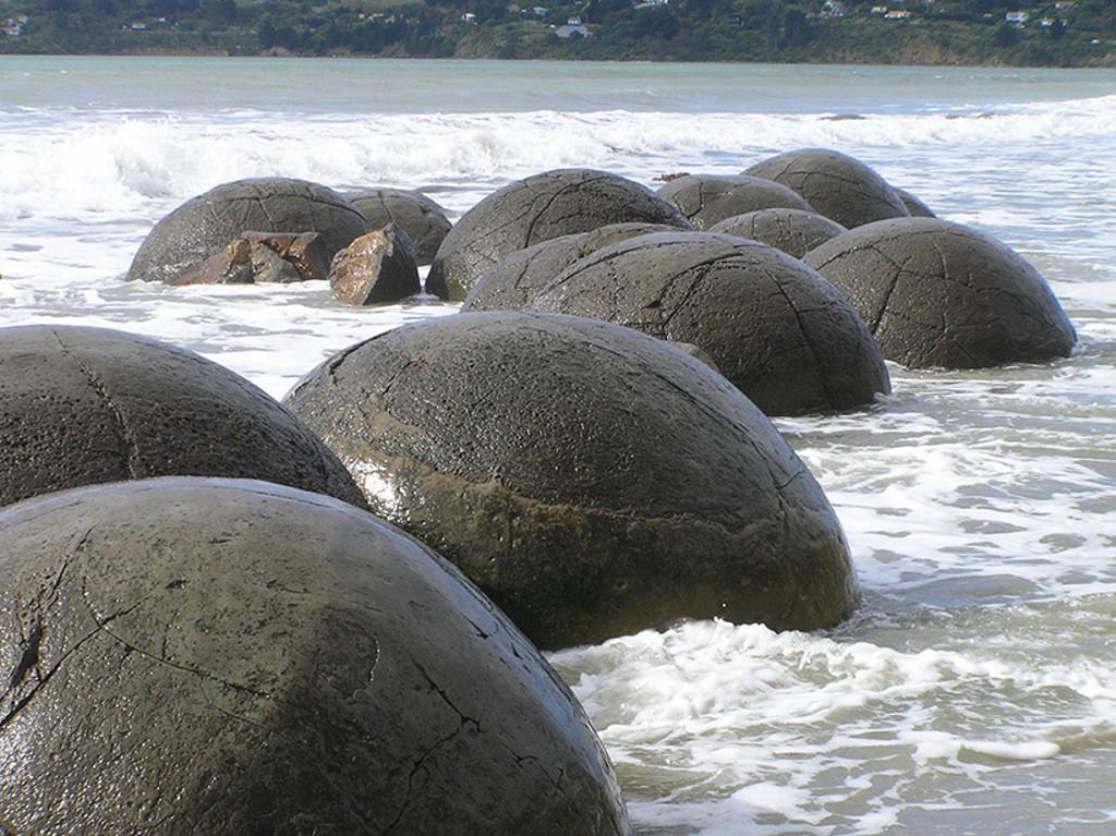 Kostaryka-kamienne-kule2