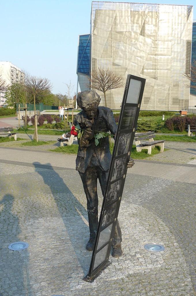 Pomnik-Komedy-1